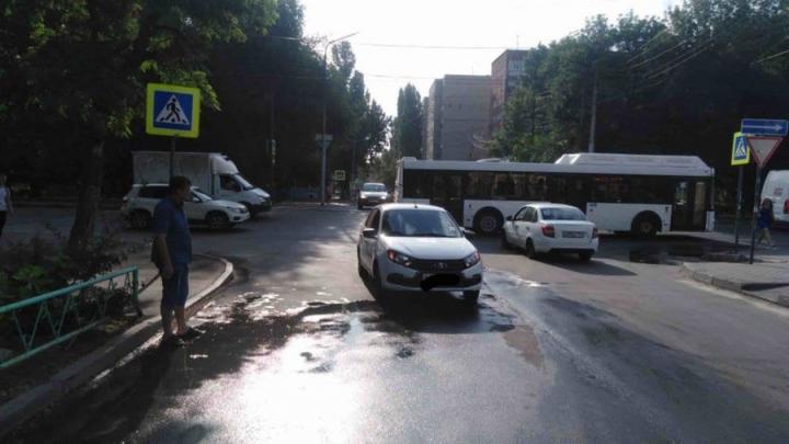 «Лада Гранта» сбила женщину в Кировском районе Саратова