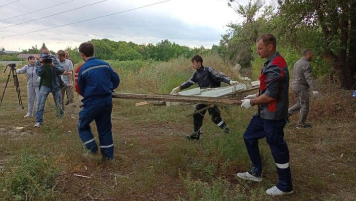 Саратовцы очистили от мусора природный парк в Ленинском районе