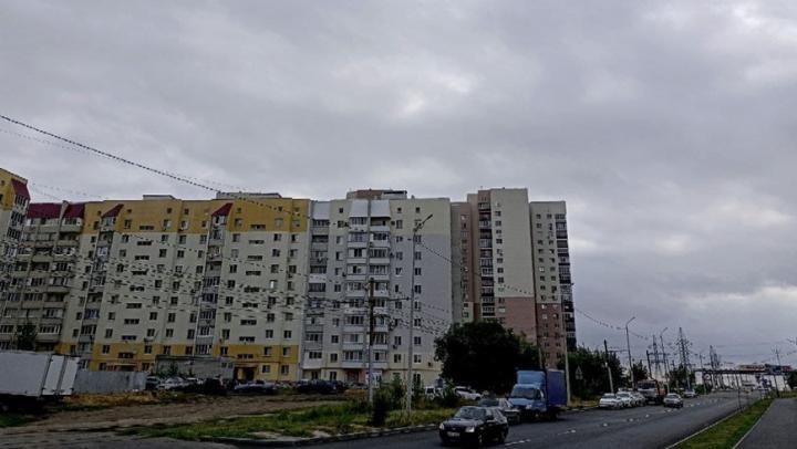 Шквалистый ветер и грозу прогнозируют в Саратовской области