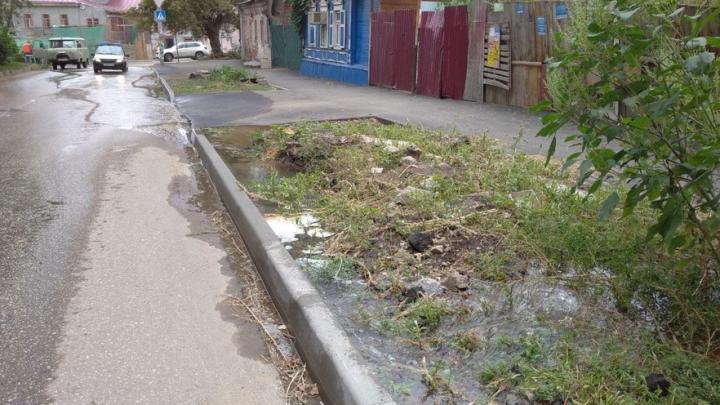 Очередной коммунальный фонтан забил на Кузнечной | ВИДЕО