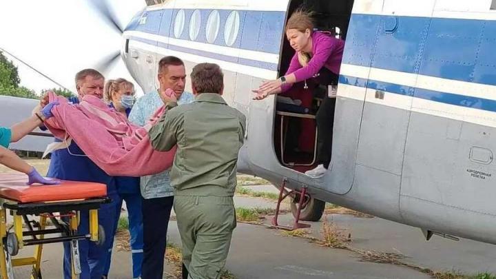 Выжившая в ДТП под Вольском трехлетняя девочка вылетела в Екатеринбург под присмотром врачей
