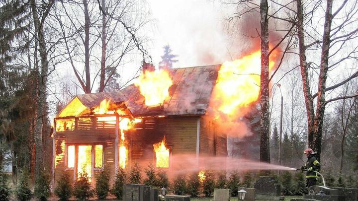 Пьяная хозяйка из села Перелюб чуть не спалила свой дом