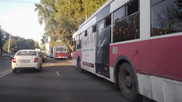 Два троллейбусных и пять автобусных маршрутов в Саратове изменят схемы движения