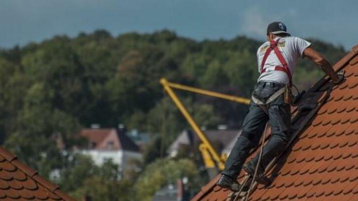 Житель Ртищева погиб, ремонтируя крышу