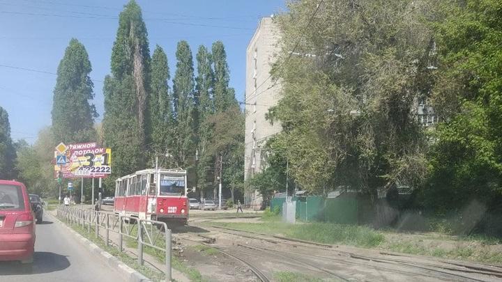Два трамвайных маршрута остановились в Саратове