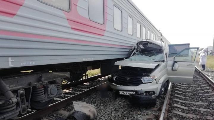 Три человека погибли под Саратовом после столкновения «УАЗа» с поездом