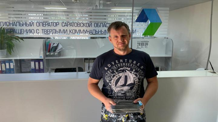 Сотрудники Елшанской станции нашли барсетку с полным комплектом документов саратовца