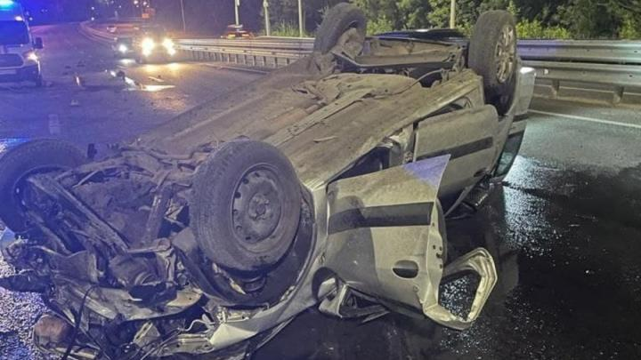 5-летний мальчик и двое мужчин пострадали в ночной аварии на Вольском тракте