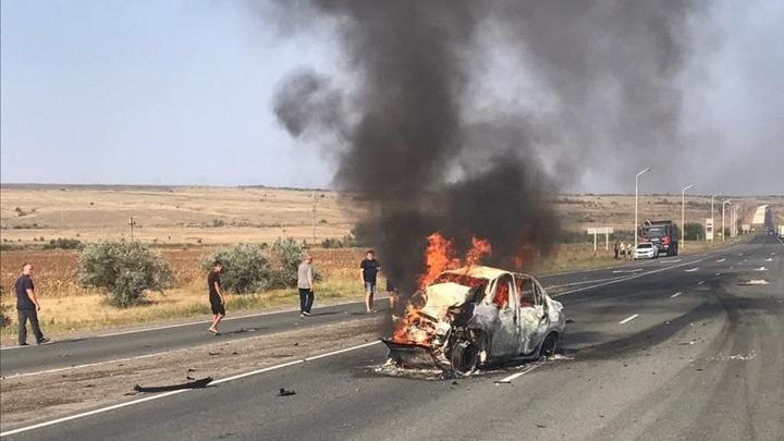 Два человека сгорели в машине в Саратовском районе | 18+