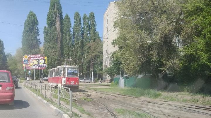 Дорожная авария прервала движение 9-го трамвая в Саратове