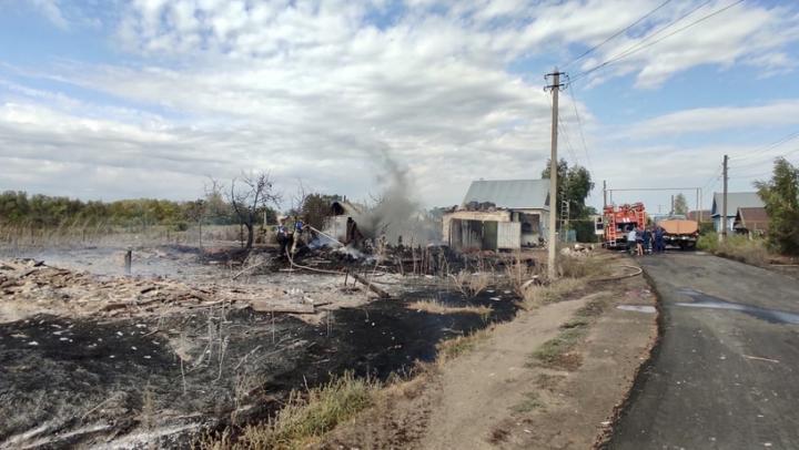 Многодетная семья пострадала от пожара в Плеханах