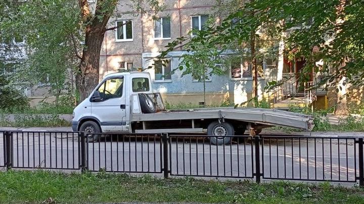 Эвакуация автомобиля обойдется саратовцам в 1738 рублей