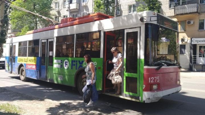 Около Театральной площади встали троллейбусы четырех маршрутов