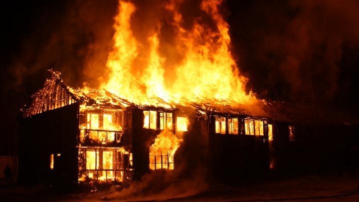 Ночью в Хвалынске сгорел дом
