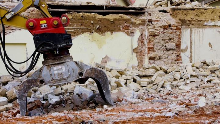 В Саратове снесут аварийный дом на Антонова