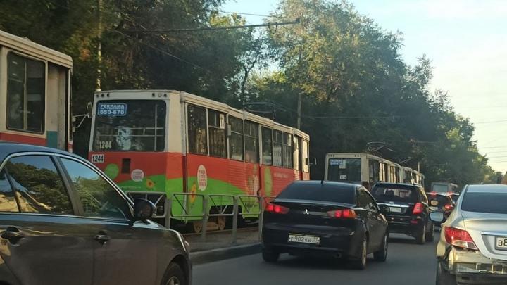 Пассажиры 11-го трамвая сегодня пошли на работу пешком