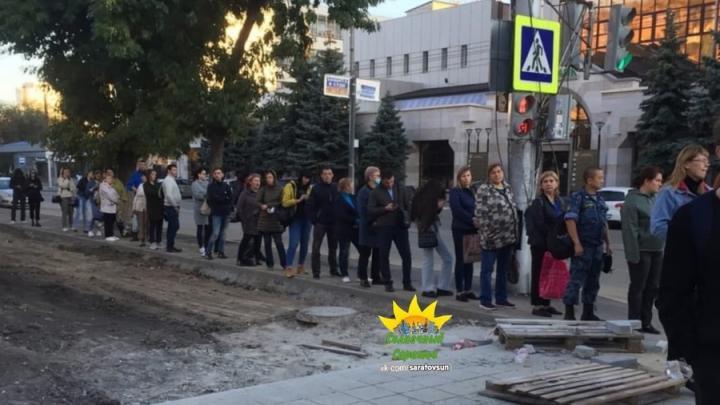 Жители Солнечного жалуются на очередь на транспорт