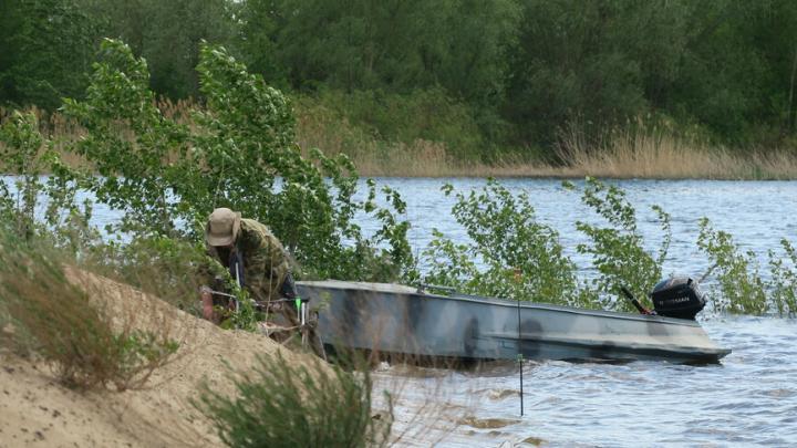 Саратовский рыбак выпал из лодки и утонул в одной из проток