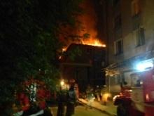 В Домах 8 Марта тушат очередной крупный пожар