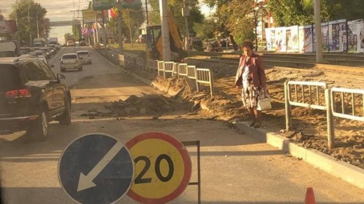 В Кировском районе из-за сломавшегося автобуса и ремонтных работ образовалась пробка | ВИДЕО