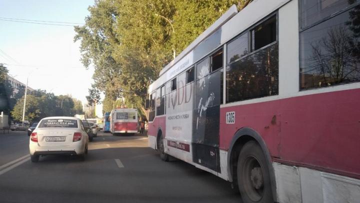 В Саратове из-за ДТП встали троллейбусы № 3 и 16