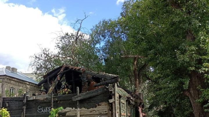 Из-за короткого замыкания в Вольске сгорели дом и сарай