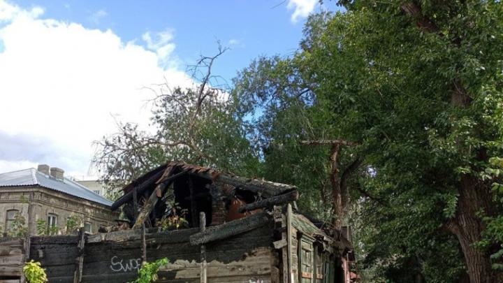 Неизвестные подожгли дом в Пугачеве