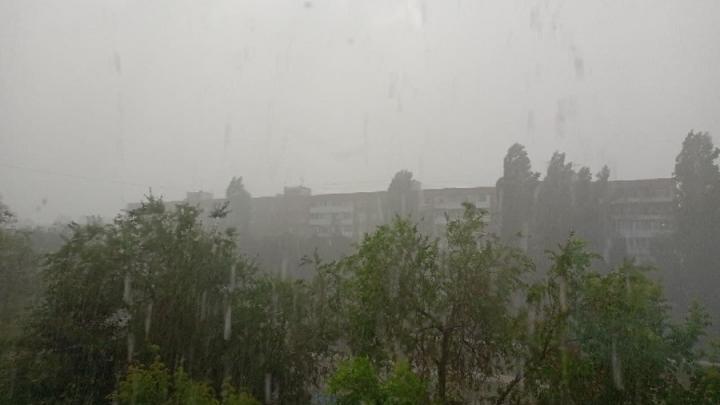 Выходные Саратовской области будут дождливыми и ветреными