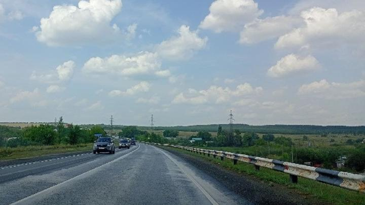 На границе Озинского и Пугачевского районов отремонтируют 18 км дороги