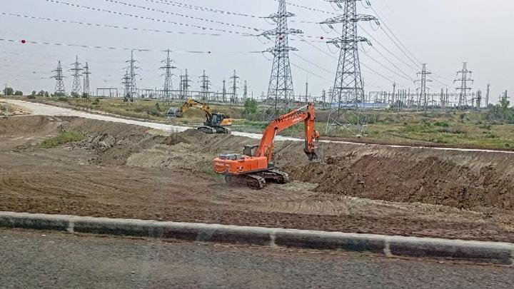 При строительстве развязки по Саратовом поврежден водопровод: без воды десятки домов