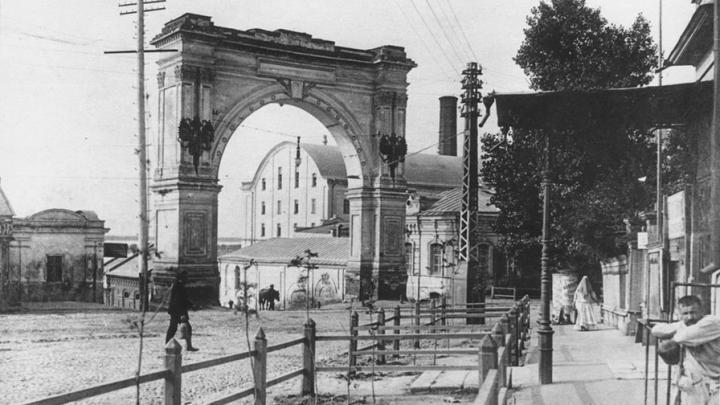В Саратове воссоздадут триумфальную арку на улице Чернышевского