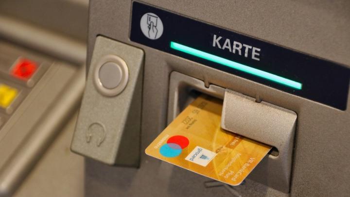 Центробанк предложил усилить контроль за пополнением карт в банкоматах