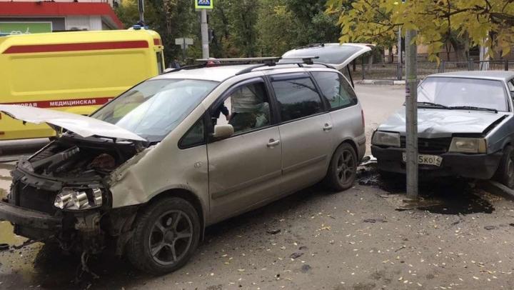 В аварии на Техстекло столкнулись машины ровесников