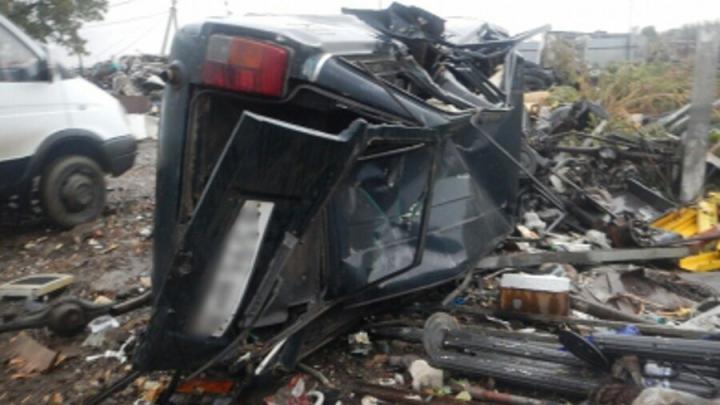 Двое саратовцев угнали машину и сдали ее в металоллом