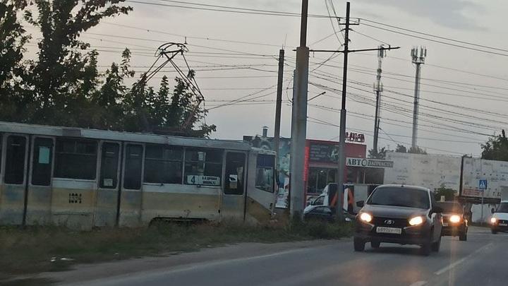 В Поливановке стояли трамваи № 4, пока рабочие ремонтировали рельсы