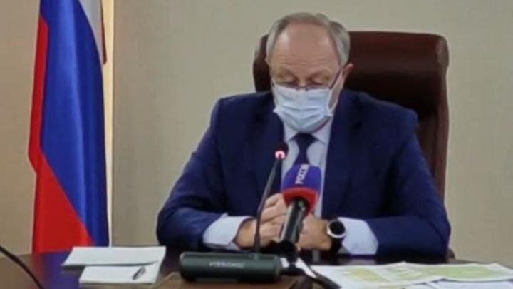 Радаев вновь пригрозил «разборками» за жалобы на отсутствие отопления