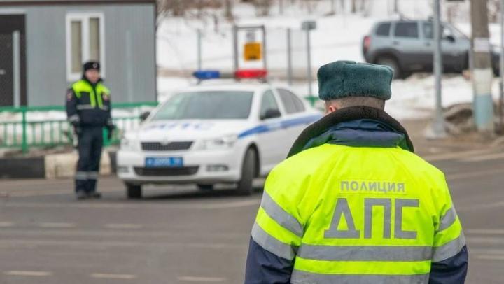 Стажер полиции подозревается в получении взятки в размере 600 тысяч рублей