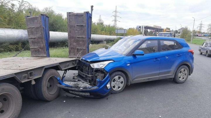 В Саратове мужчина погиб в аварии со стоящим эвакуатором