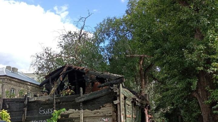 Из-за замыкания проводки в Вольске чуть не согрел дом с пристройкой
