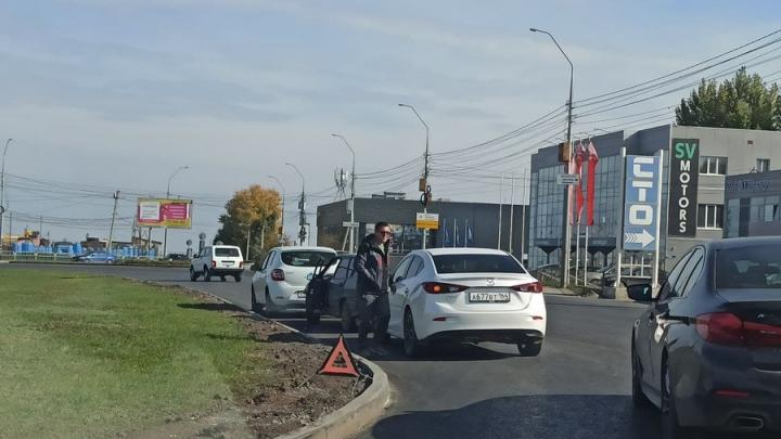 Тройная авария на улице Аэропорт создала пробку