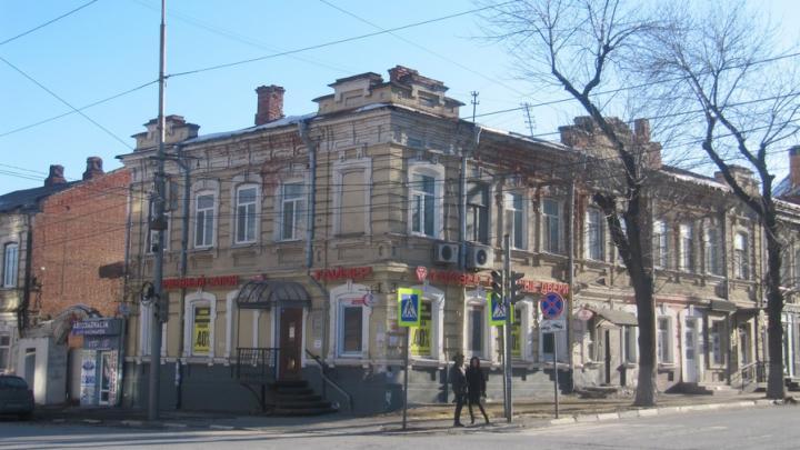 В Саратове реконструируют старый дом на Кутякова