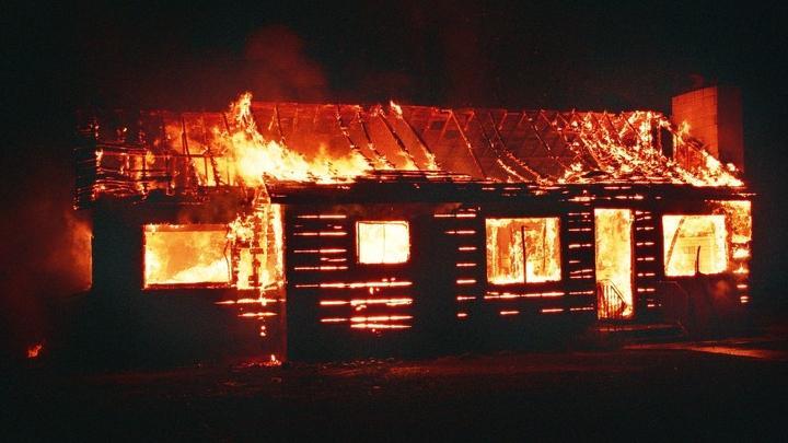 Пожилой мужчина погиб в горящем доме в Новобурасском районе |18+