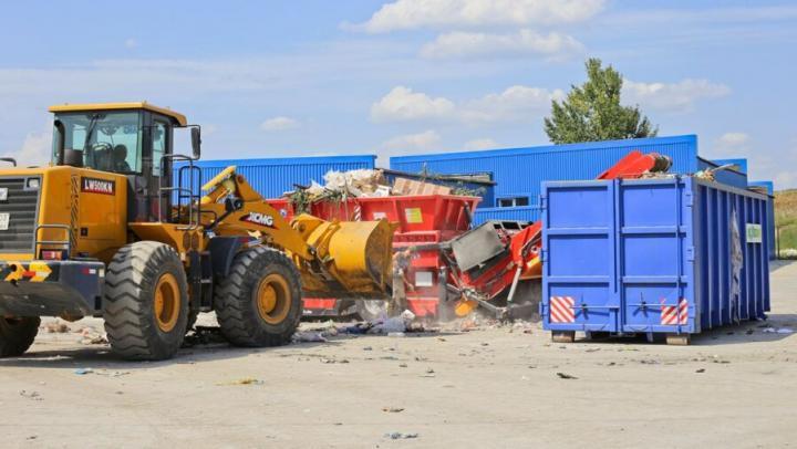 Сотрудники АО «Ситиматик» высадят деревья вокруг мусороперегрузочных станций в Саратовской области