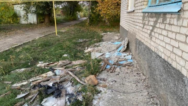 Возбуждено уголовное дело из-за обрушения балкона в Вольском районе
