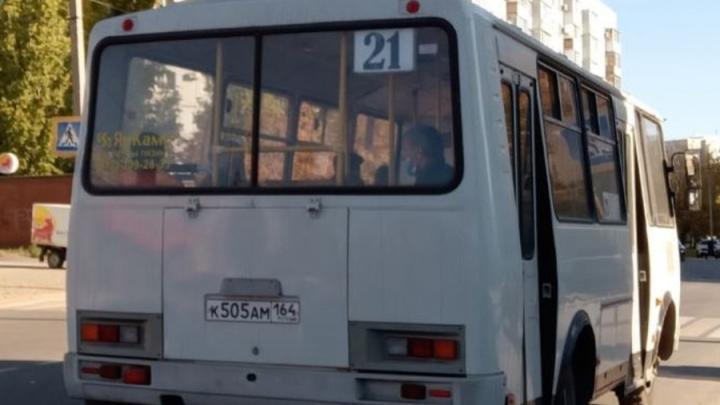 Балаковские водители автобусов устроили гонки: пострадали два человека