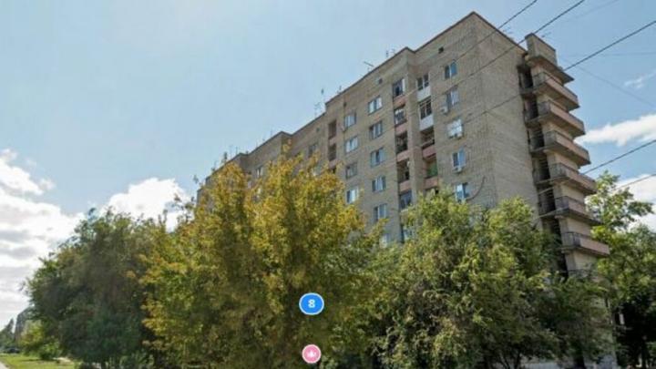 Жители многоэтажки в Энгельсе пожаловались на коммунальщиков в прокуратуру и СМИ