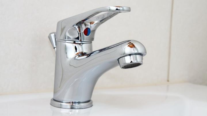 Завтра на некоторых улицах Саратова отключат воду на сутки