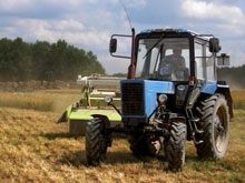 У фермера отобрали комбайн и тракторы в счет алиментов