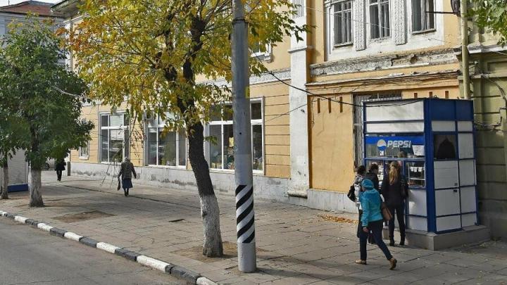 Иномарка сбила пенсионерку у областной детской библиотеки в Саратове