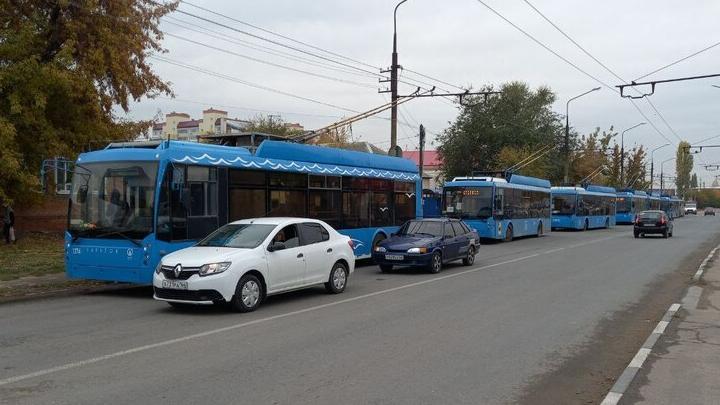Массовое ДТП в Энгельсе заблокировало движение троллейбусов маршрута 109